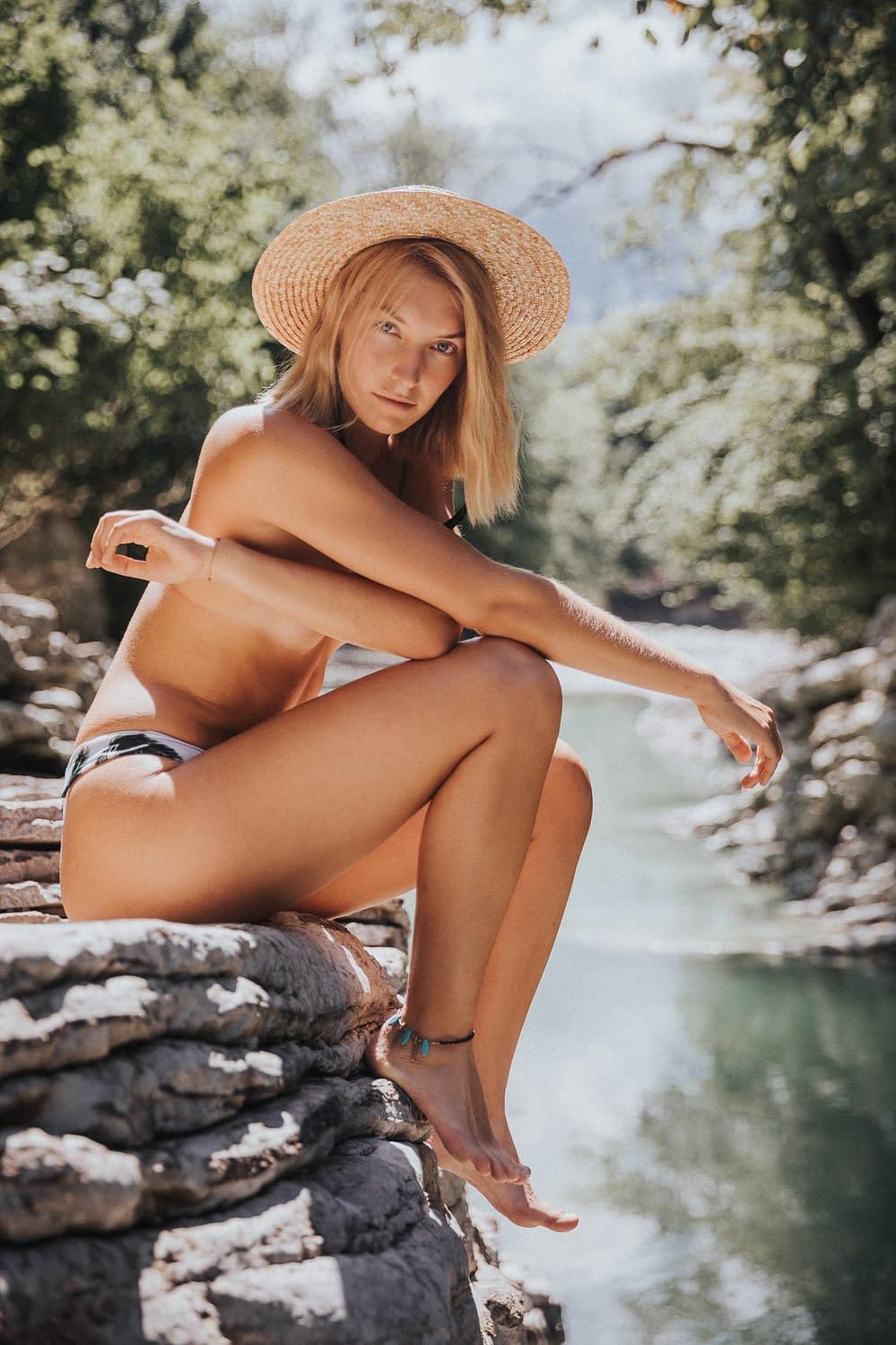 Natur Portrait am Fluss mit Helena