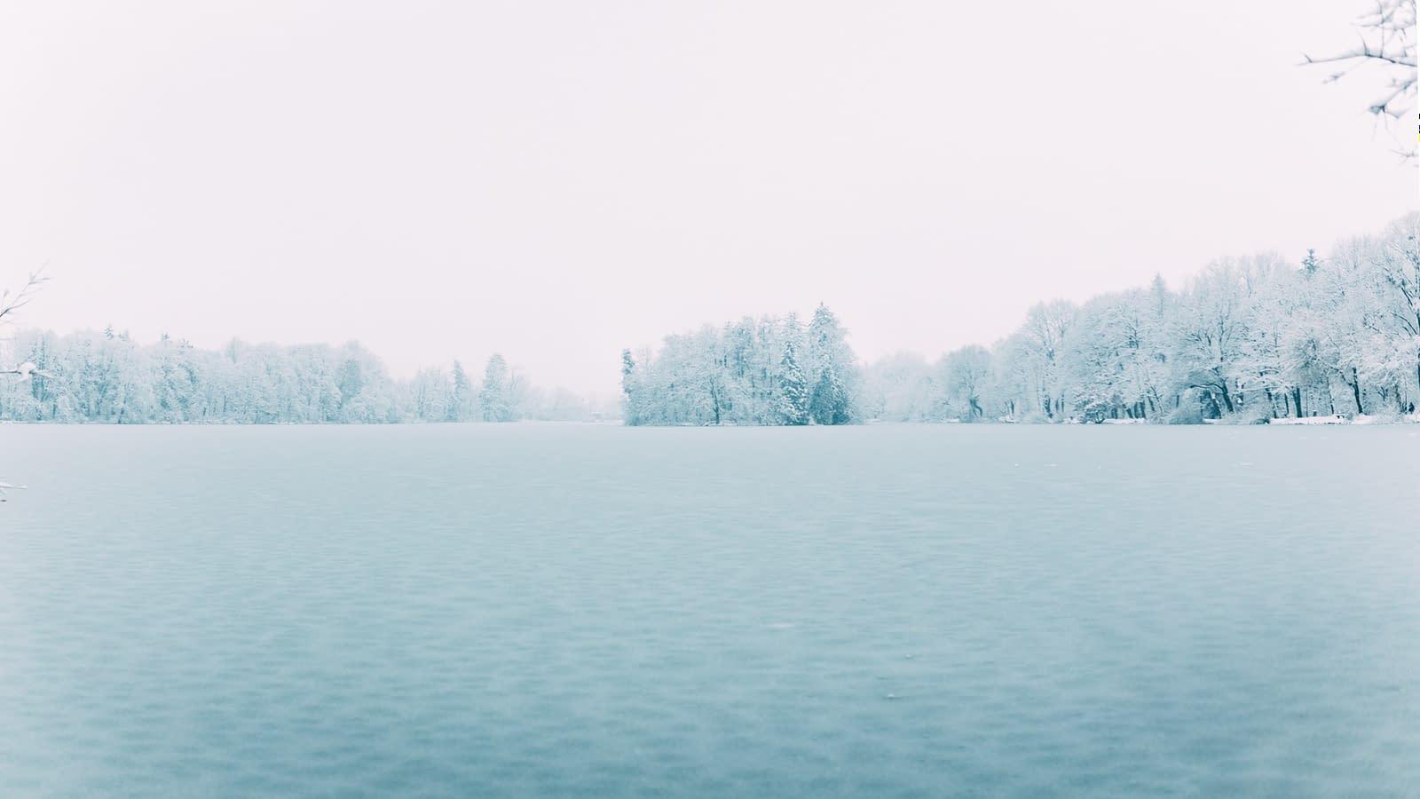Leopoldskroner Weiher bedeckt mit Schnee