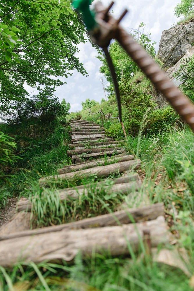 Nockstein drahtseilgesicherten Holzstufenpassage