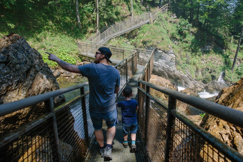 Gollinger Wasserfall auf der Brücke
