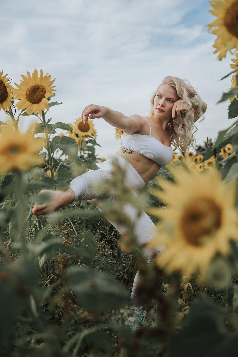 Natur Portrait - Fotoshooting im Sonnenblumenfeld