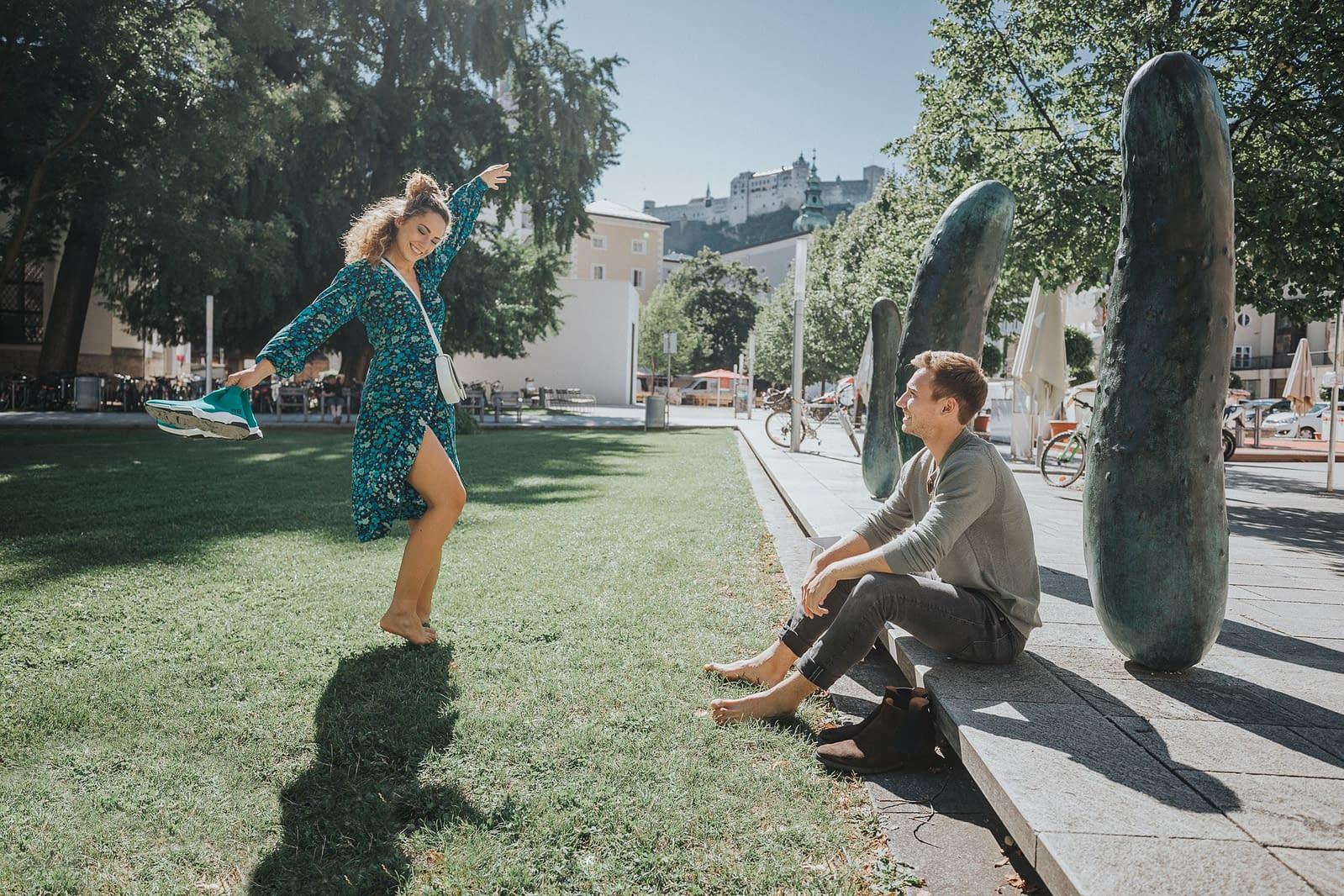 Tanzen im Furtwänglerpark in der Altstadt von Salzburg.
